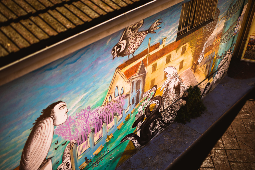 Murals in Valpo are simply fascinating. If you are a fan of street art, you're at the right place.
